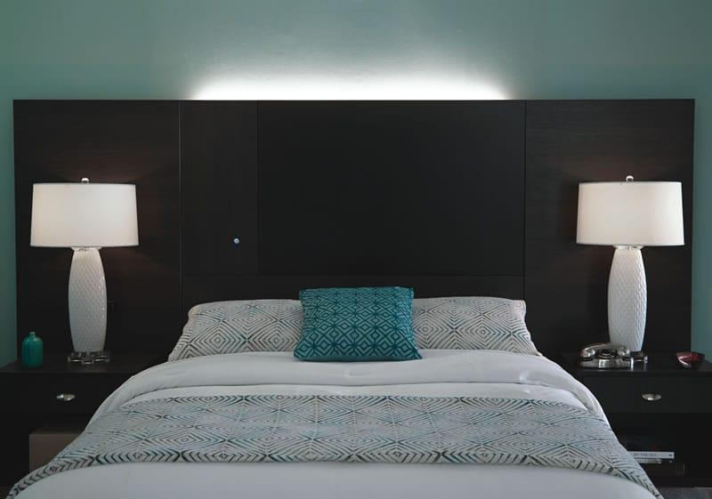 Geneva Bed & Nightstand